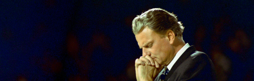 Billy-Graham-Praying-featured